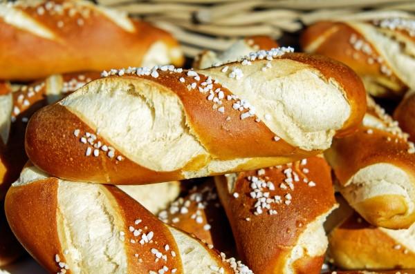 pretzels-fritters-baked-goods-food-162996