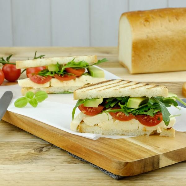 Sandwich-TomatenMozzarellaAvoc